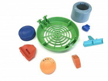 AM plastics brizganje plastike (10)